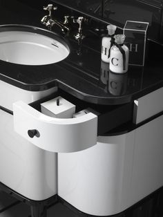 The Music Vanity from Devon&Devon is one such piece and is set in the time of the Roaring Twenties when elegance was far from being displaced by the cheaper Estilo Art Deco, Bathroom Kids, Master Bathroom, Consoles, Single Vanity Units, Devon Devon, Retro Bathrooms, Classic Bathroom, Bath Decor