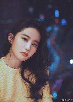 China Entertainment News: Actress Liu Yifei at fashion event