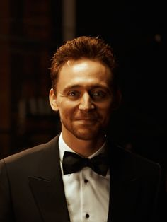 Tom Hiddleston backstage at the EE British Academy Film Awards at The Royal Opera House on February 8, 2015. Source: http://torrilla.tumblr.com/post/110489072380/tom-hiddleston-backstage-at-the-ee-british-academy. [Full size photo: http://imgbox.com/z4ic7dRJ]