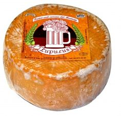 Muntanyola Lupulus De sus quesos de vaca destacar el Lúpulus con cerveza artesana del Montseny, fue el primero de España madurado en cerveza, curado de 3 a 6 meses, los fermentos de la cerveza le dan personalidad y matices de cereales.