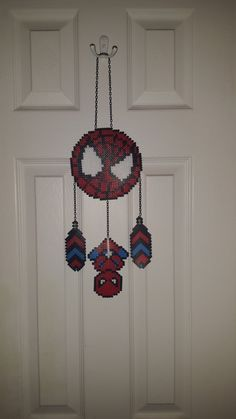Discover thousands of images about Perler Bead Wandbehang Comic Spiderman von WeesBoutique auf Etsy Diy Perler Beads, Perler Bead Art, Pearler Beads, Pearler Bead Patterns, Perler Patterns, Art Perle, Pixel Beads, Nerd Crafts, Fusion Beads