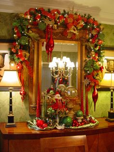 Totally Inspiring Red And Gold Christmas Decoration Ideas 18 - Xmas Window Decorations, Gold Christmas Decorations, Christmas Swags, Christmas Mantels, Christmas Home, Christmas Holidays, Christmas Crafts, Christmas Vignette, Garland Decoration