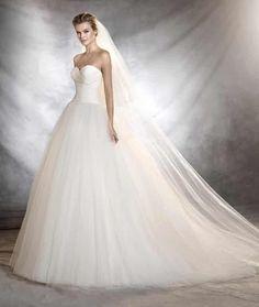 Vestido de noiva Pronovias, corte princesa, tomara que caia, tule.