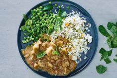 Ragout van runder met notenrijst, champignons en tuinerwtjes. Grains, Rice, Ethnic Recipes, Food, Mushroom, Essen, Yemek, Jim Rice, Meals