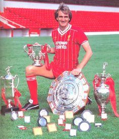 Phil Thompson - Coach and manager of his beloved Reds - LFChistory - Stats galore for Liverpool FC! Liverpool Champions, Liverpool History, Premier League Champions, Liverpool Football Club, Liverpool Fc Wallpaper, Liverpool Wallpapers, Football Medals, Football Players, Liverpool Fc Managers