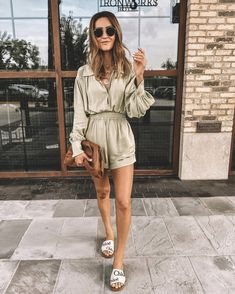 Chloe Sandals, Sandals Outfit, Casual Street Style, Casual Chic, Casual Summer Outfits, Cute Outfits, Chloe Logo, Silk Romper, Skirt And Top Set