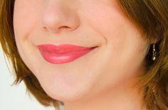 Crayon à lèvres ultra-vinyle Coral Glow - Sephora #blog #beaute #maquillage #makeup #levres #jumbo #crayon #glossy #vinyle #vinyl #ultravinyle #sephora #corail #coralglow #swatch http://mamzelleboom.com/2014/08/13/crayons-levres-ultra-vinyle-sephora-jumbo-fini-laque-glossy-paillette-coral-glow-vinyl-raspberry-fancy-red/