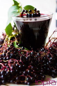 Sok z czarnego bzu Elderberry Flower, Elderberry Fruit, Merry Berry, Elderflower, Colorful Garden, Fruits And Vegetables, Farmers Market, Red Apple, Wines