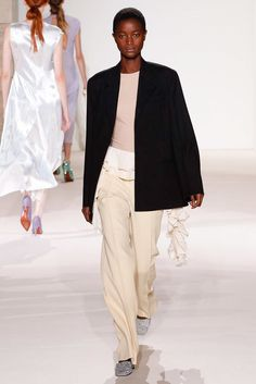 Victoria Beckham Spring 2018 Ready-to-Wear Fashion Show - Oumie Jammeh