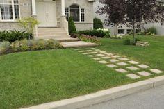 Aménagement paysager d'une façade à Longueuil Sidewalk, Patio, Landscape Planner, Terrace, Porch, Sidewalks, Pavement, Walkways, Courtyards