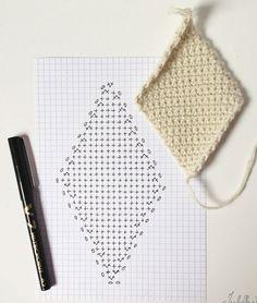 Crochet heart rug granny squares 17 new ideas Crochet Triangle, Granny Square Crochet Pattern, Crochet Diagram, Crochet Squares, Crochet Granny, Crochet Blanket Patterns, Crochet Motif, Crochet Flowers, Crochet Stitches