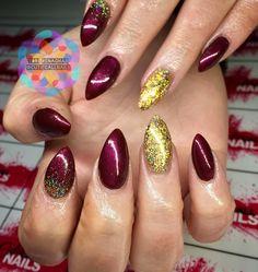 Tori Renaghan @cutiecallnails #nails #acrylicnails #sculptednails #acrylic #gelpolish #gel #naturalnails  #funnails #neonnails #marblenails #glitternails #glitter #bride #wedding #weddingnails #bridalnails #confettinails #ombrenails #gradientnails #nailart #nailartist #nailtech #nailedit #nails2inspire #nailsofinstagram #NailInspo #nailsdid #nailsoftheday #nailartclub #nailaddict #nailitdaily #cutiecallnails #armagh #ToriRenaghan #christmas #christmasnail