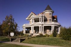 Historic Mansions for Sale IL | historic two story home in southern illinois mound city il