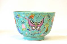 A Chinese Enameled Turquoise Porcelain Bowl - Jan 2015 Pottery Making, January 2018, China Glaze, Art Of Living, Fine China, Chinese Art, Teapots, Spoons, Art For Sale