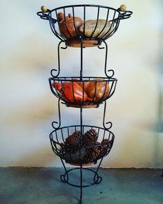 Fruteira com 3 andares.  Temos pronta entrega!  #artesanato #decoração #cozinha #fruteira