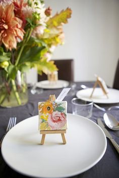 If you're an artsy couple, you'd probably be psyched to incorporate some of your love of painting and illustration into your big day