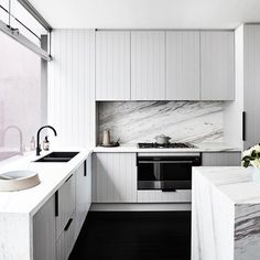 A perfect blend of style and practicality, this Round Matte Black Kitchen Mixer by Meir UK is featured on Rebecca Judd's 'The Style School renovation Kitchen Mixer Taps, New Kitchen, Kitchen Dining, Kitchen Decor, Kitchen Cabinets, Dining Room, Kitchen Ideas, Kitchen Tools, Kitchen Benchtops