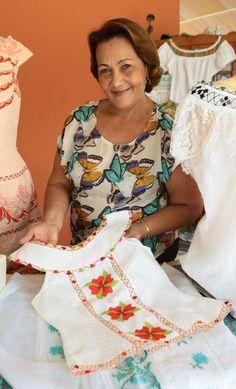 Alegorías de la pollera, Belkis Mergal   Revista Ellas   Panamá Sewing Clothes, Diy Clothes, Culture Day, Make Your Own Clothes, Mexican Dresses, Crochet Cardigan, Apparel Design, Top Pattern, Costumes For Women