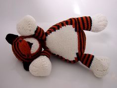 Finished at last!  Ravelry: Tubby Tiger pattern by Browneyedbabs  http://www.ravelry.com/patterns/library/tubby-tiger#