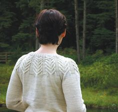Browse our extensive range of Aran knitting patterns. From sweaters, cardigans, scarves and quick accessories, just perfect for knitting in an Aran wool or worsted weight yarn. Knitting Blogs, Knitting Charts, Sweater Knitting Patterns, Lace Knitting, Knit Crochet, Knitting Basics, Knitting Sweaters, Knitting Tutorials, Knitting Ideas