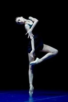 Svetlana Zakharova (born principal dancer with the Bolshoi Ballet and the Teatro alla Scala , is widely considered among the greate. Ballet Poses, Ballet Art, Ballet Dancers, Ballerina Poses, Ballerina Dancing, Svetlana Zakharova, Dance Like No One Is Watching, Just Dance, Modern Dance