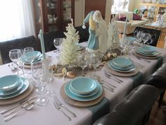 Seaside Christmas table in blue and white