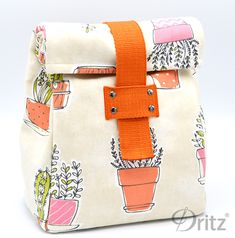 Sewing Tutorial: Make a Roll-Top Lunch Bag with Dritz Belting & Rivets Sewing Projects For Beginners, Sewing Tutorials, Sewing Hacks, Lunch Bag Tutorials, Sac Lunch, Lunch Bags, Lunch Tote Bag, Diy Couture, Bag Patterns To Sew