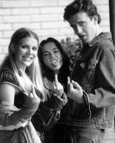 Busy Philipps Linda Cardellini and Jason Segel on the set of Freaks and Geeks | Rare and beautiful celebrity photos