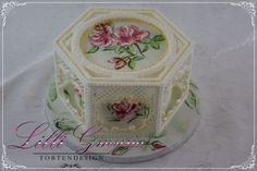 Beautiful cake with collars and royal icing trellis work