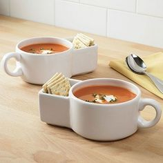 Few things do I love more than soup spoons... soup bowls are among them.  Add a special slot for my crackers and I'm in soup HEAVEN!!!!