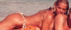 Uau! Monique Evans posta foto antiga em que aparece só de biquíni fio dental