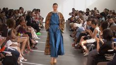 Imane Ayissi jeune créateur qui mêle cultures européenne et africaine pour faire des modèles originaux. Belle inspiration!