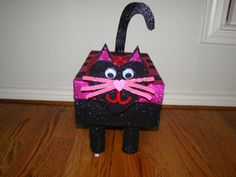 Cat Valentines Box made from a Shoe Box and Toilet paper roll legs. Valentine Boxes For School, Kinder Valentines, Cat Valentine, Valentines Day Party, Valentine Day Crafts, Valentine Ideas, Valentinstag Party, Holiday Crafts For Kids, Holiday Ideas