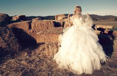 See what Bridal Musings (bridalmusings) found on We Heart It, your everyday app to get lost in what you love. Wedding Frocks, Wedding Gowns, Wedding Attire, Lund, Big Dresses, Flower Girl Dresses, Amazing Dresses, Pretty Dresses, Ellen Von Unwerth
