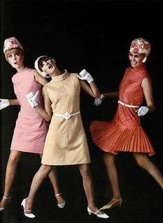 Fashion Tips For Women vintage dresses.Fashion Tips For Women vintage dresses Foto Fashion, 60 Fashion, Fashion History, Fashion Tips, Fashion Trends, Retro Mode, Vintage Mode, Vestidos Vintage, Vintage Outfits
