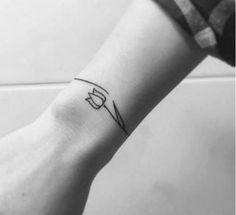 exemplo de tatuagens femininas no braço tipo bracelete
