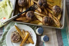 Roasted Meatball Burgers and Potatoes by Greek chef Akis Petretzikis. Try these unique delicious, soft and juicy roasted meatball burgers with potatoes wedges! Lamb Recipes, Burger Recipes, Greek Recipes, Potato Recipes, Meat Recipes, Recipies, Minced Meat Recipe, Potatoes In Oven, Mediterranean Recipes