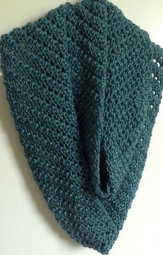 Sweet Shelly Cowl: FREE in the round crochet pattern by Peace Lilly
