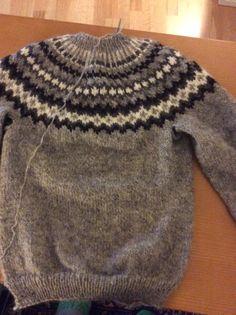 Melkein valmis Islandströja Jumper, Men Sweater, Villa, Knitting, Sweaters, Fashion, Loom Knitting, Blouses, Tejidos
