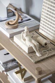 The Danish design brand Kähler has launched a series of different figures that represent humans. Sculptures Céramiques, Sculpture Art, Design Tradicional, Ceramic Sculpture Figurative, Paper Mache Crafts, Danish Design, Interior Design Inspiration, Decorative Objects, Clay Art