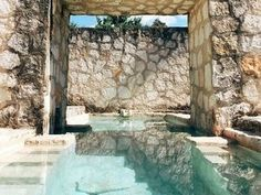 Stone Walls & Crystal Clear Personal Pool in Coqui Coqui Coba // via anitayung Outdoor Pool, Outdoor Spaces, Outdoor Living, Pool Backyard, Indoor Outdoor, Design Exterior, Interior And Exterior, Beautiful Pools, Dream Pools