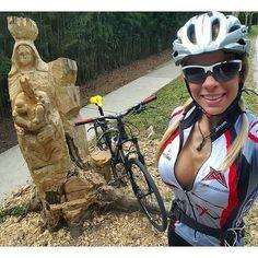 2 Skulpturen und ein Rad