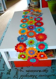 Flower crochet table runner - Inspiration only, no pattern. Maybe if I begged for my birthday . Crochet Home Decor, Crochet Crafts, Yarn Crafts, Crochet Projects, Diy And Crafts, Crochet Curtains, Crochet Doilies, Crochet Flowers, Fabric Flowers