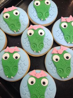 Crocodile love!! Cute crocodile cookies for a special party.