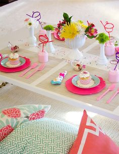 Simple and affordable table for a birthday party. Colorful Plactic Plates and Utensils with fun straws and wildflowers (could be strewn leggos in the middle of the table for a boys party or butcher paper for either with crayons) Girl Birthday, Birthday Parties, Themed Parties, Birthday Celebration, Party Deco, Party Fiesta, Celebrate Good Times, Spring Party, Colorful Party