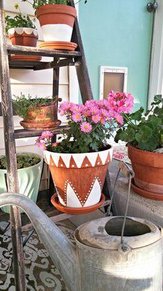 Dressed Up Flower Pots - Weekend Yard Work Series - Little Vintage Cottage Painted terracotta flower pots Paint Garden Pots, Painted Plant Pots, Painted Flower Pots, Blooming Flowers, Diy Flowers, Flower Ideas, Flower Pot Design, Flower Pot Art, Terracotta Flower Pots