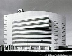 BMW headquarters by Kenzo Tange, Milano Kenzo Tange, Amazing Architecture, Bmw, House, Ideas, Design, Arquitetura, Homes, Haus