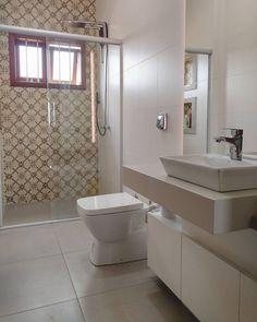 """50 curtidas, 1 comentários - Villa Bela Revestimentos (@villabelarevestimentos) no Instagram: """"Ladrilho Adriático em espaço de banho! Amazing ❤️ #villabelarevestimentos #bathroom #ceusa #tiles…"""""""