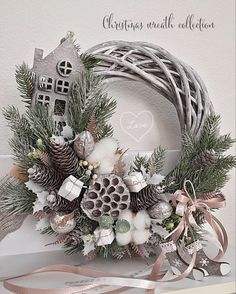 Burlap Christmas Ornaments, Christmas Decorations For The Home, Christmas Swags, Xmas Wreaths, Christmas Centerpieces, Christmas Tree Decorations, Christmas Diy, Ideas Geniales, Diy Weihnachten