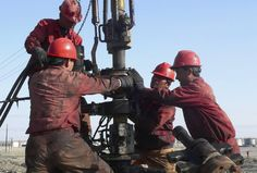 In further good news for investment opportunites in the Bakken oil fields of North Dakota, regulators say North Dakota produced a record high of barrels of oil a day in September. Oil Field Jobs, Pipeline Jobs, Oil Rig Jobs, Work Camp, Energy Services, Job Employment, Drilling Rig, Construction Jobs, Oil Industry